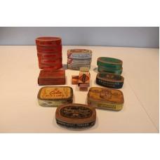 Uåpnet tobakks bokser av papp.